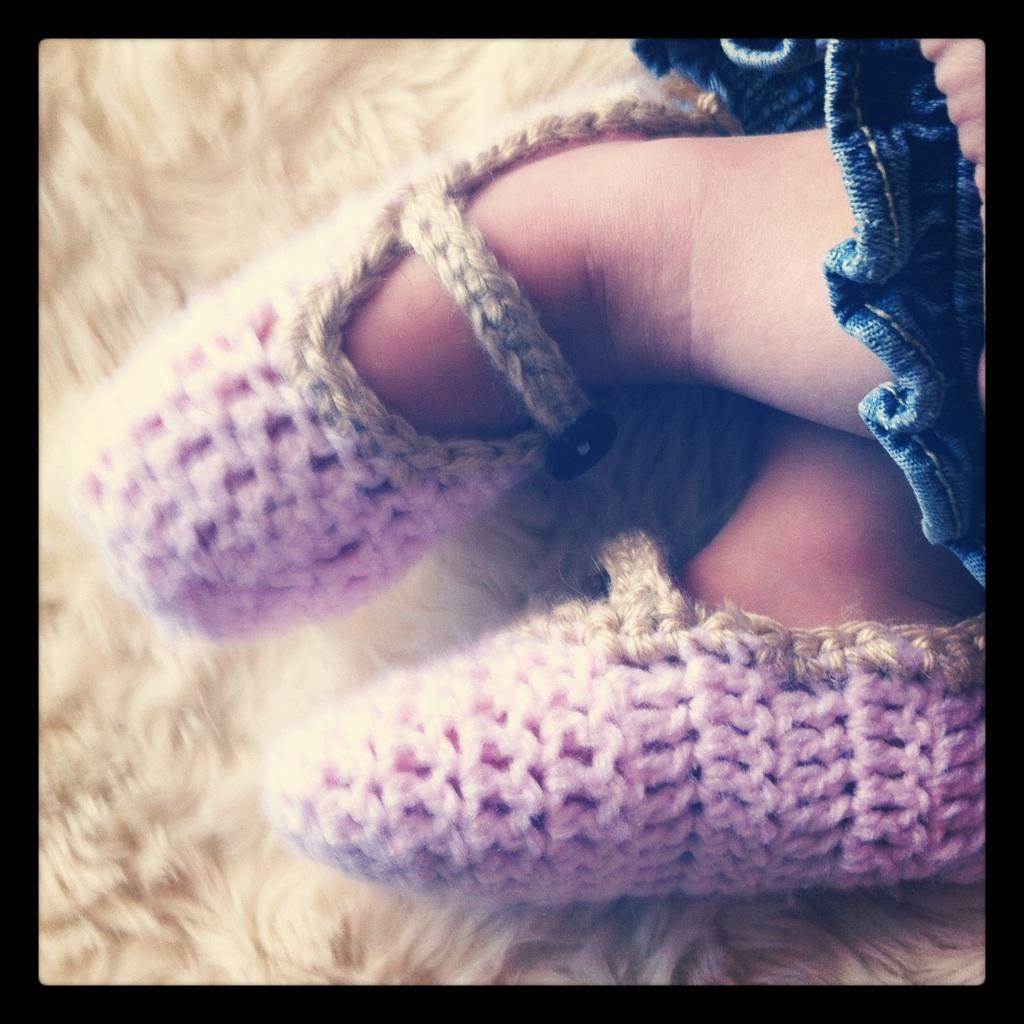 Free Baby or Toddler Slipper Pattern – Crochet – EASY!